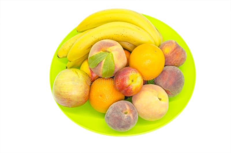 Fruta en una bandeja en blanco imagenes de archivo