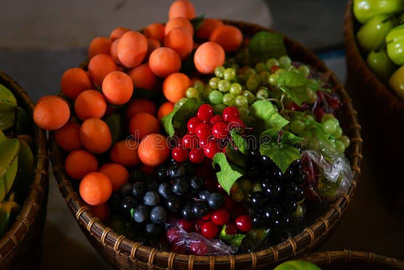 Fruta falsa colorida imágenes de archivo libres de regalías