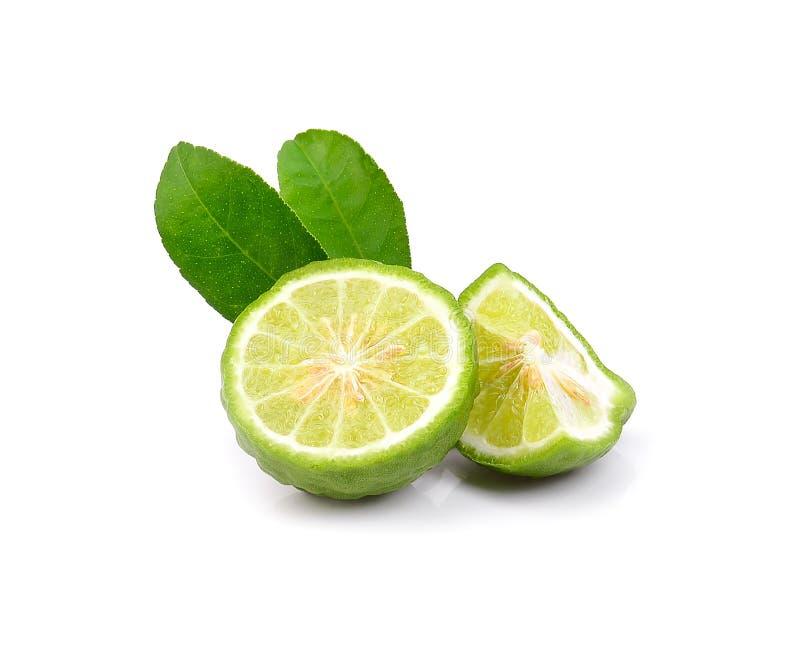 Fruta fresca de la bergamota con la hoja aislada en el fondo blanco fotografía de archivo