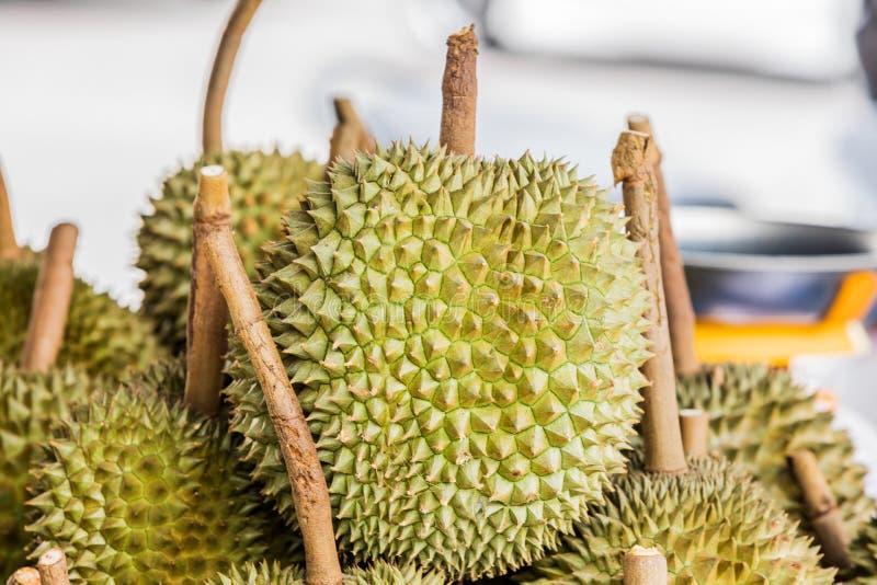 Fruta fresca del durian del jard?n del durian en venta en la fruta tropical de Tailandia del mercado local imagenes de archivo