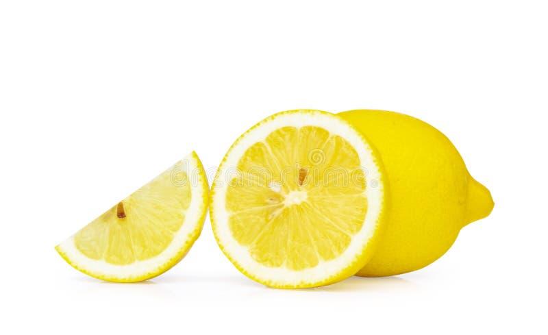 Fruta fresca del limón del primer aislada en el fondo blanco, acortando fotografía de archivo libre de regalías