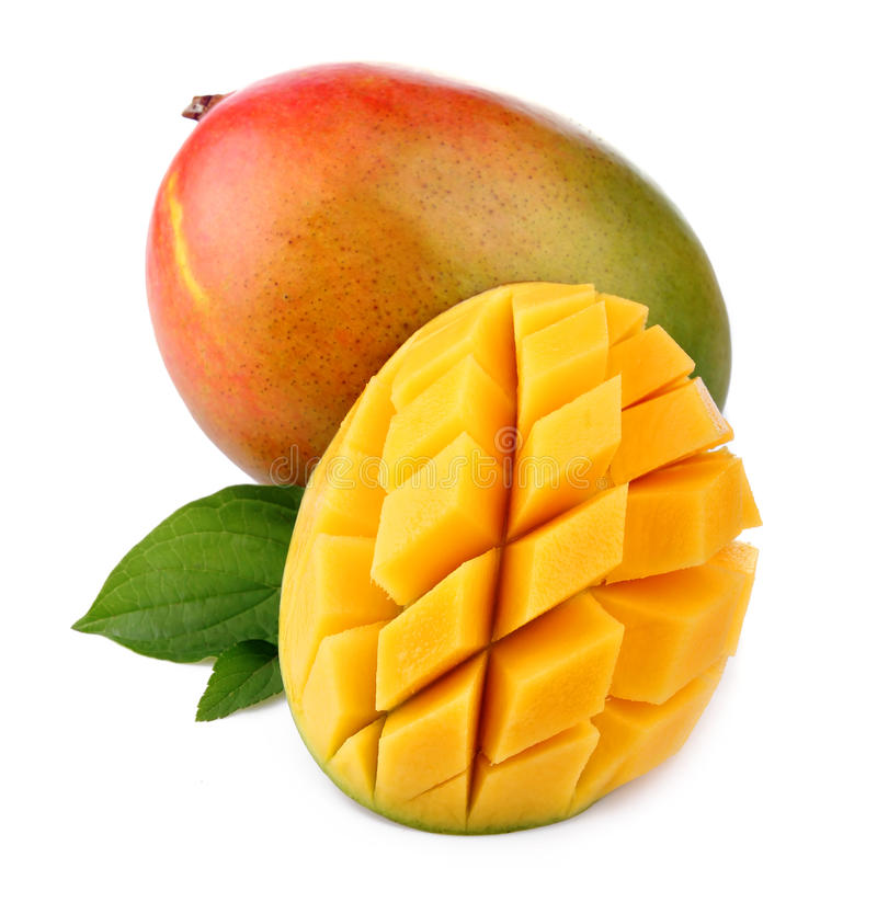 Fruta fresca del mango con el corte y las hojas verdes imagen de archivo libre de regalías