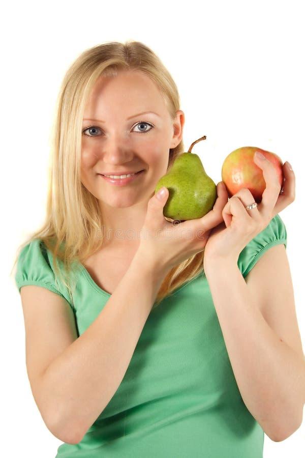 Fruta loura da terra arrendada da mulher imagens de stock