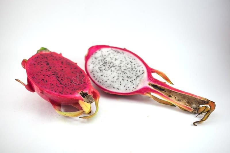 Fruta madura exótica del rosa y blanca de Pitaya o del dragón Pitahaya rojo fotos de archivo libres de regalías