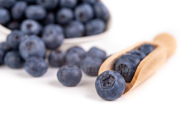 Fruta madura sabrosa del arándano en la tabla de cocina Ingredientes para un postre delicioso en la cocina casera fotos de archivo libres de regalías