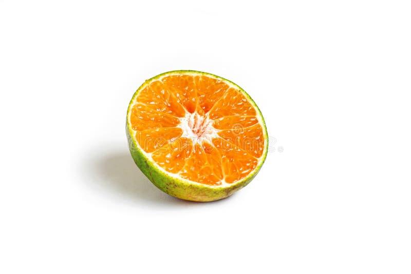 Fruta a medias anaranjada de la rebanada en el fondo blanco foto de archivo libre de regalías