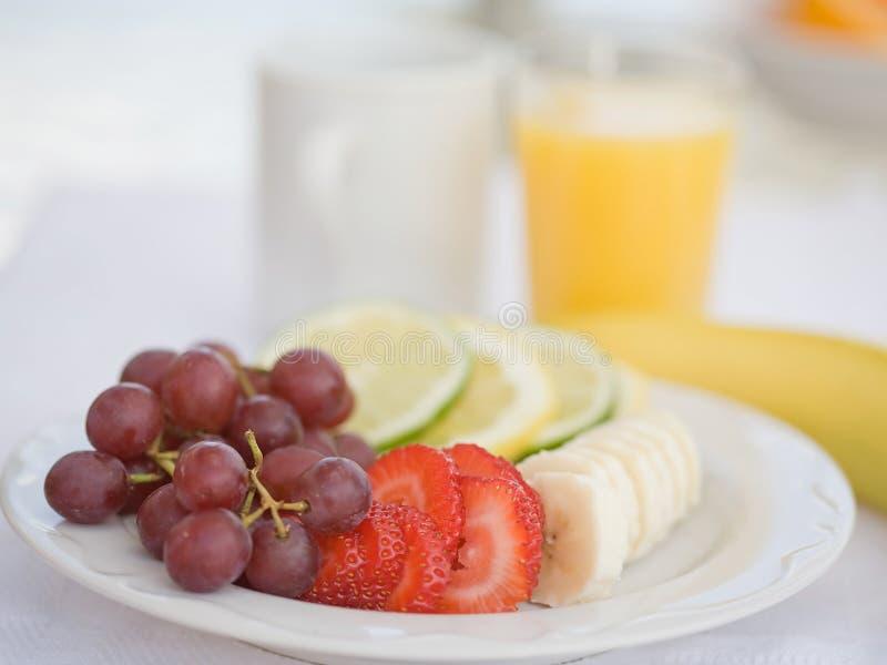 Fruta para el desayuno fotografía de archivo