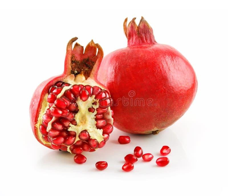 Fruta rebanada madura de la granada con los gérmenes aislados imágenes de archivo libres de regalías