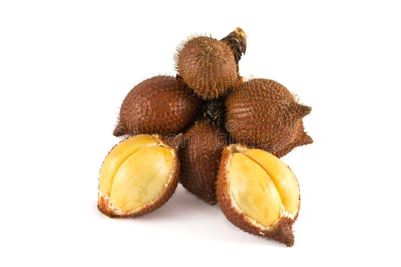 Fruta tropical de Salacca o del zalacca aislada en el fondo blanco fotografía de archivo
