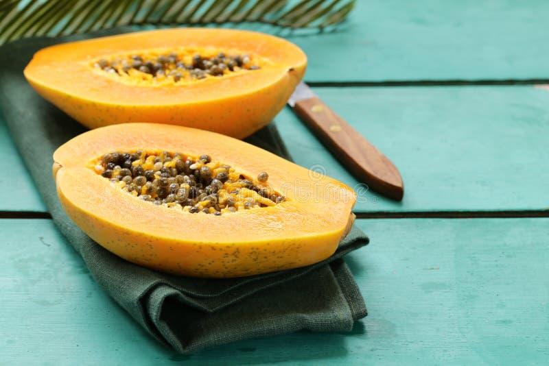 Fruta tropical fresca de la papaya imágenes de archivo libres de regalías
