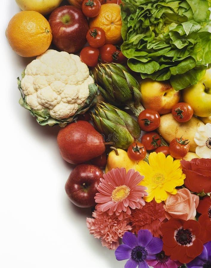 Fruta, vegetais e flores foto de stock royalty free