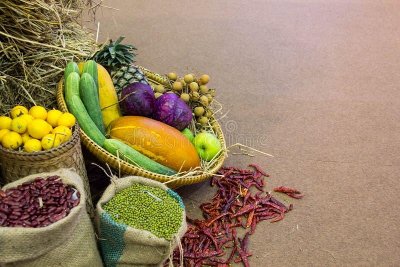 Fruta y verdura fresca fotos de archivo libres de regalías