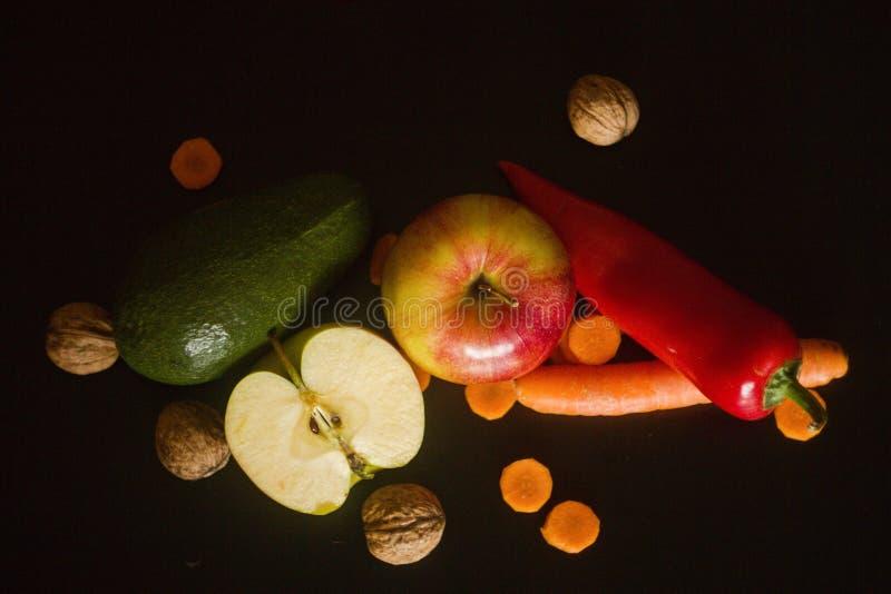 Fruta y verdura y nueces sanas imagen de archivo