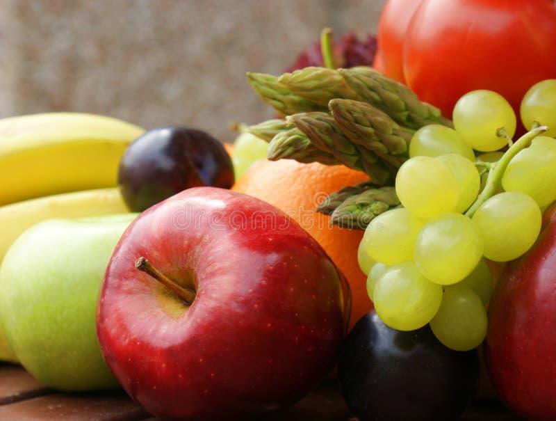 Fruta y verduras imagenes de archivo