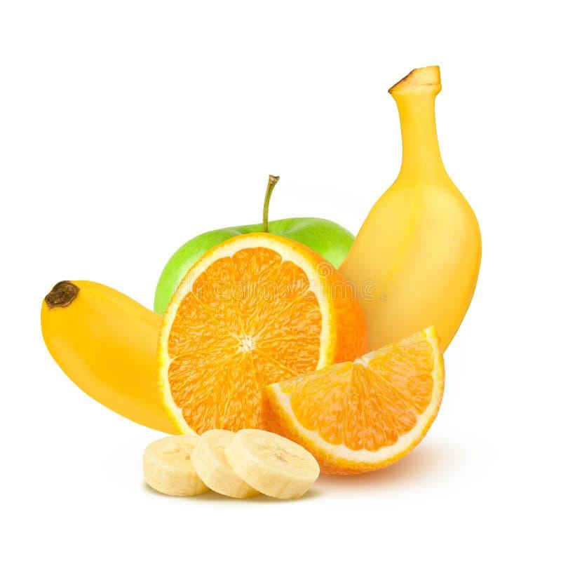 Frutas aisladas Manzanas, naranjas y plátanos verdes en el fondo blanco imágenes de archivo libres de regalías