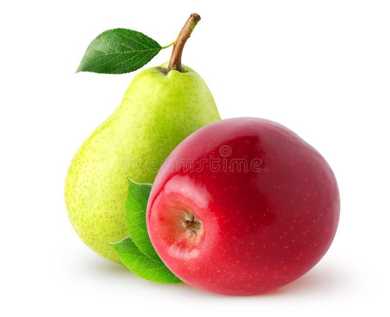 Frutas aisladas Pera amarilla entera y manzana roja con las hojas aisladas en el fondo blanco con la trayectoria de recortes fotos de archivo