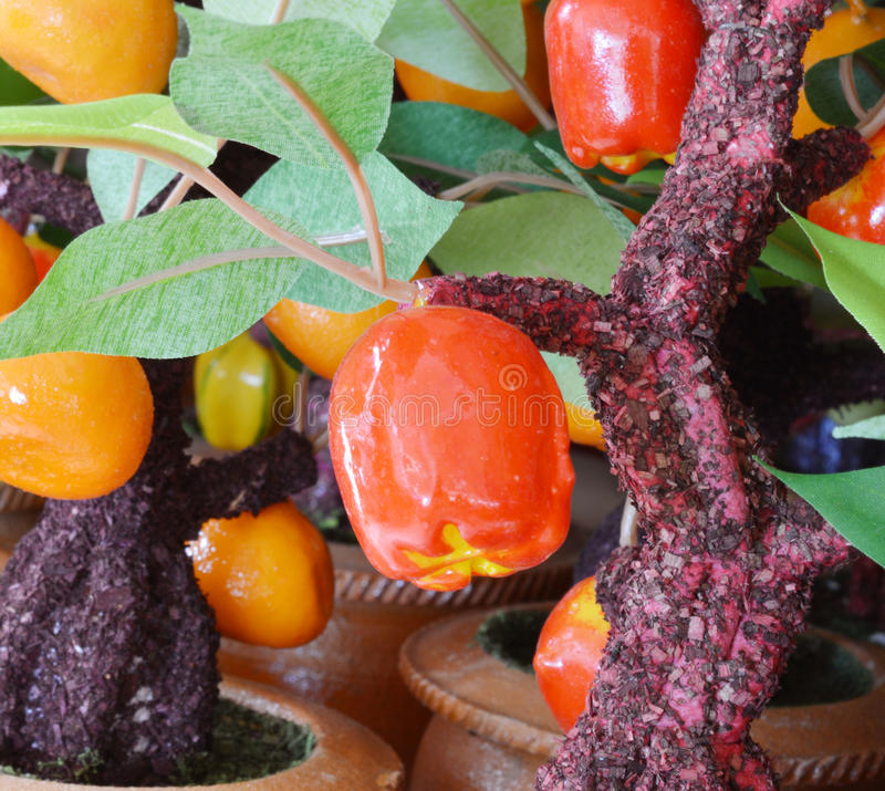 Frutas artificiales clasificadas imagen de archivo