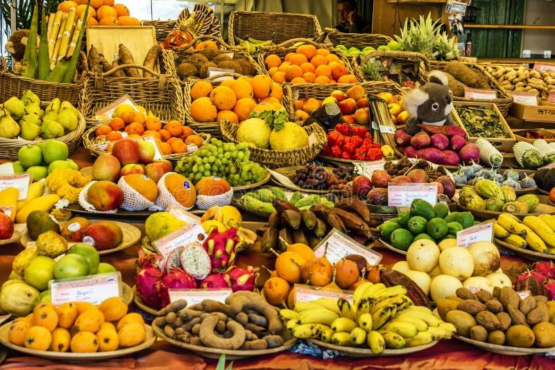 Frutas asiáticas exóticas en mercado fotografía de archivo
