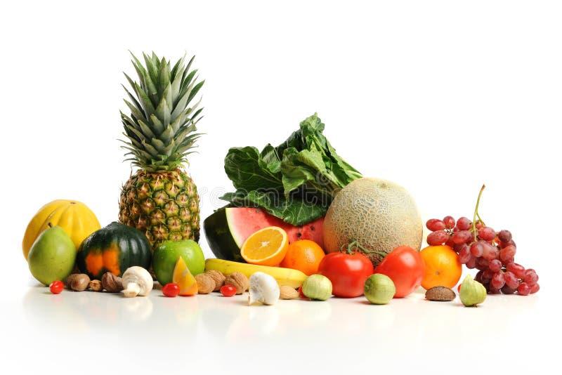 Frutas coloridas arranjadas em um grupo imagens de stock