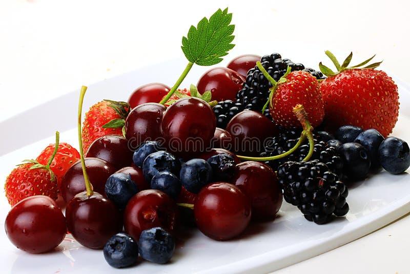 Frutas de agosto en un fondo blanco fotos de archivo