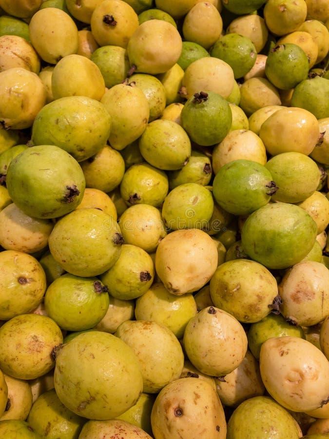 Frutas de guayaba en un mercado local en México fotos de archivo libres de regalías