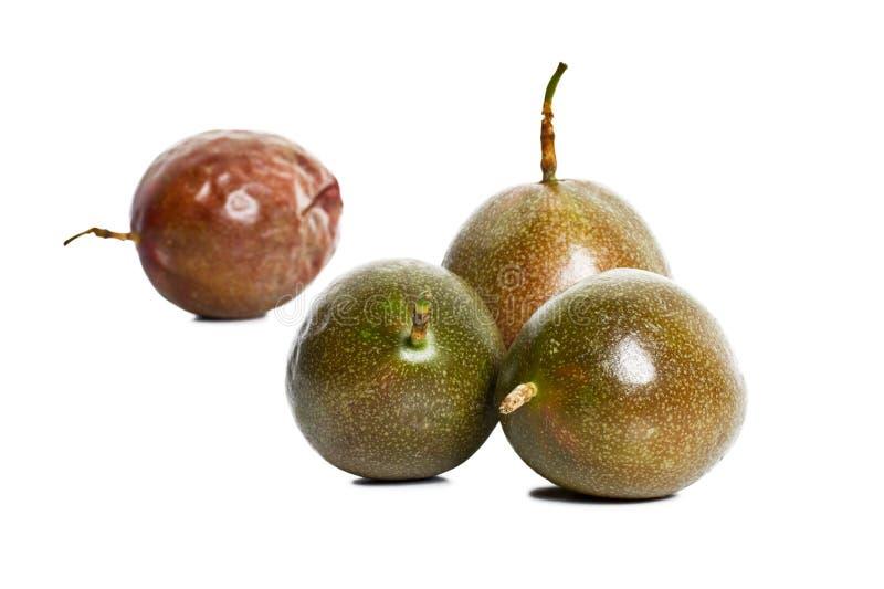 Frutas de pasión en el fondo blanco foto de archivo