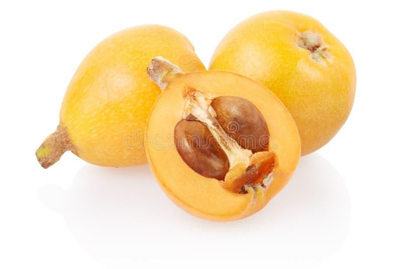 Frutas del Loquat y medio fotografía de archivo