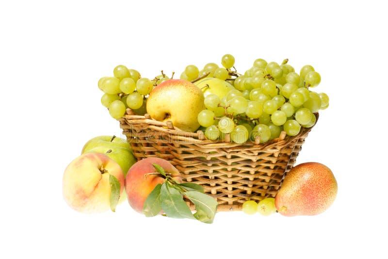 Frutas e cesta foto de stock