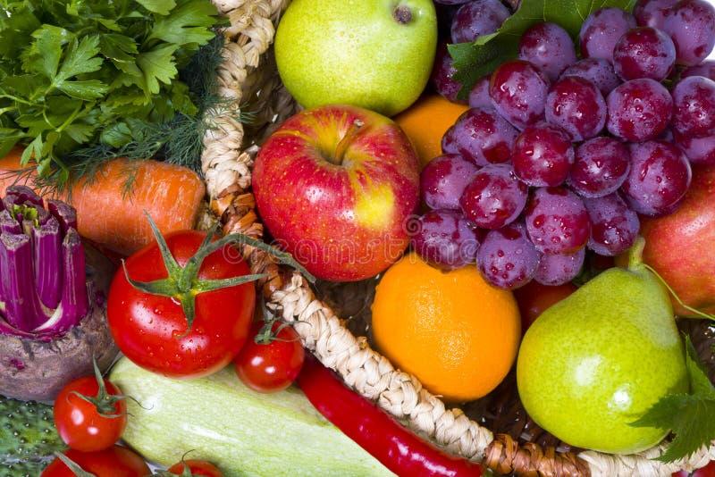 Frutas e legumes frescas fotografia de stock royalty free