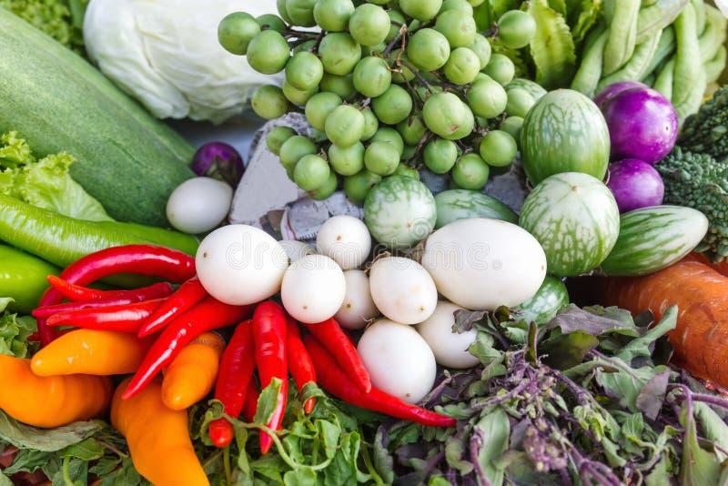 Frutas e legumes frescas imagem de stock