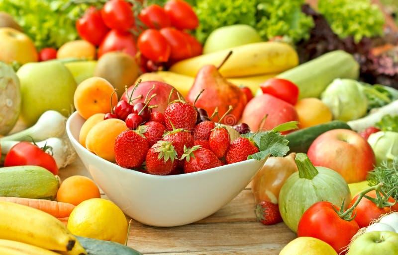 Frutas e legumes frescas fotografia de stock