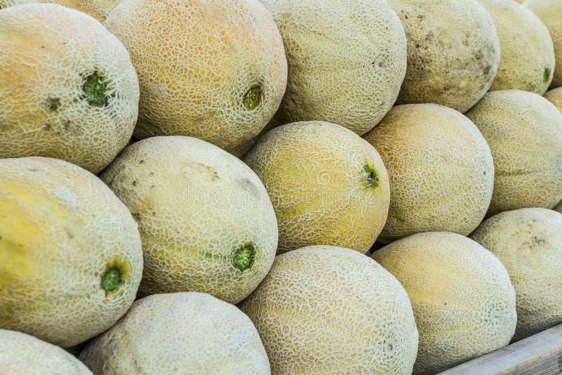 Frutas e legumes orgânicas frescas no mercado dos fazendeiros imagens de stock