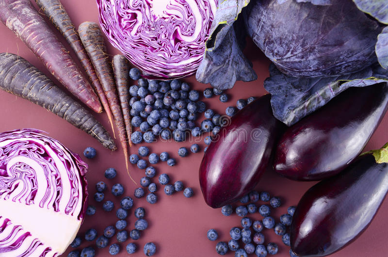 Frutas e legumes roxas fotografia de stock royalty free