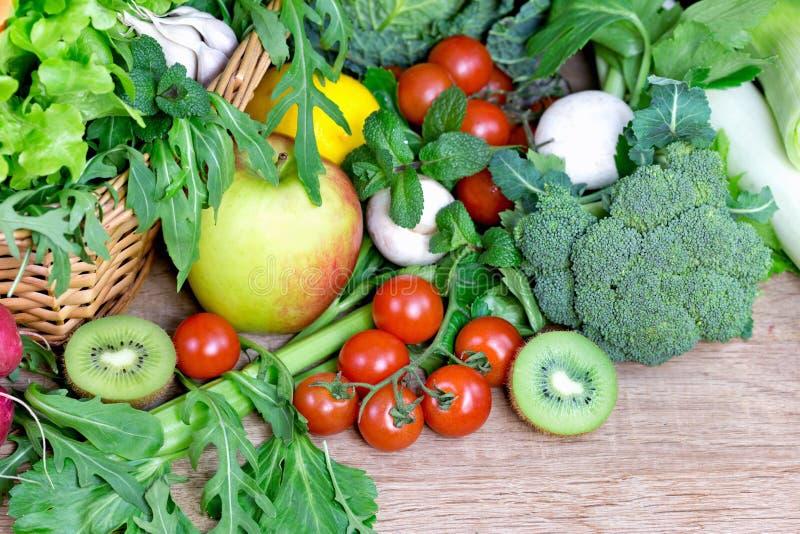 Frutas e verdura orgânicas imagens de stock royalty free