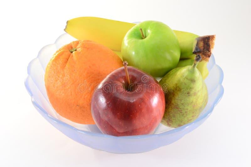 Frutas em uma bacia imagens de stock