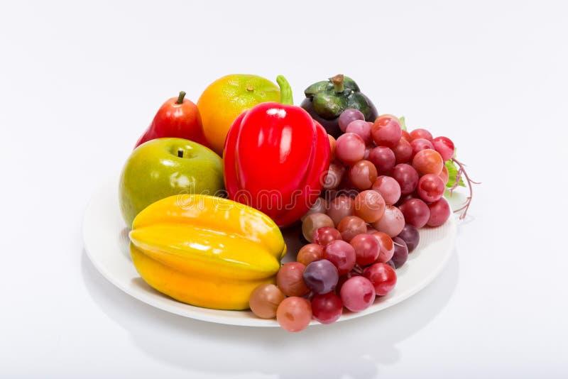 Frutas en el fondo blanco/las diversas frutas en el fondo blanco foto de archivo libre de regalías