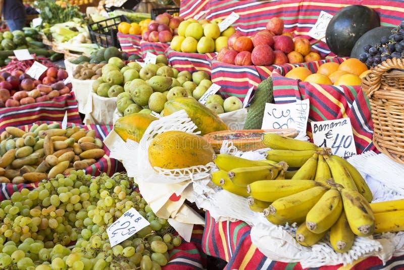 Frutas exóticas en un mercado fotografía de archivo libre de regalías