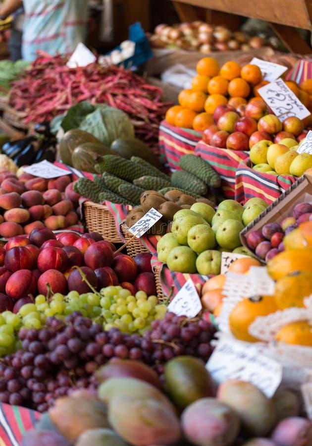 Frutas exóticas frescas en Mercado Dos Lavradores Funchal, Madeira fotografía de archivo libre de regalías