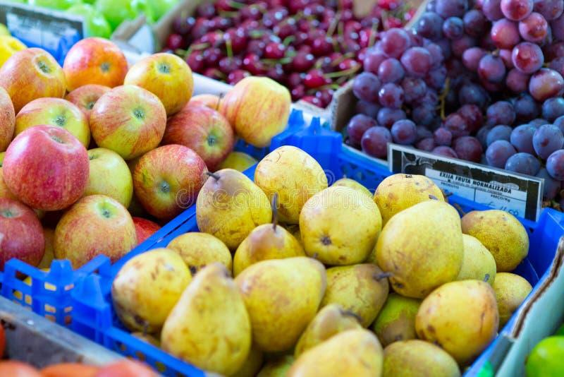 Download Frutas frescas foto de archivo. Imagen de lechuga, orgánico - 42445942