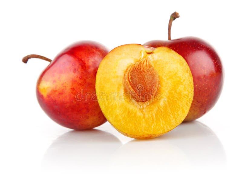 Frutas frescas da ameixa com corte imagens de stock royalty free