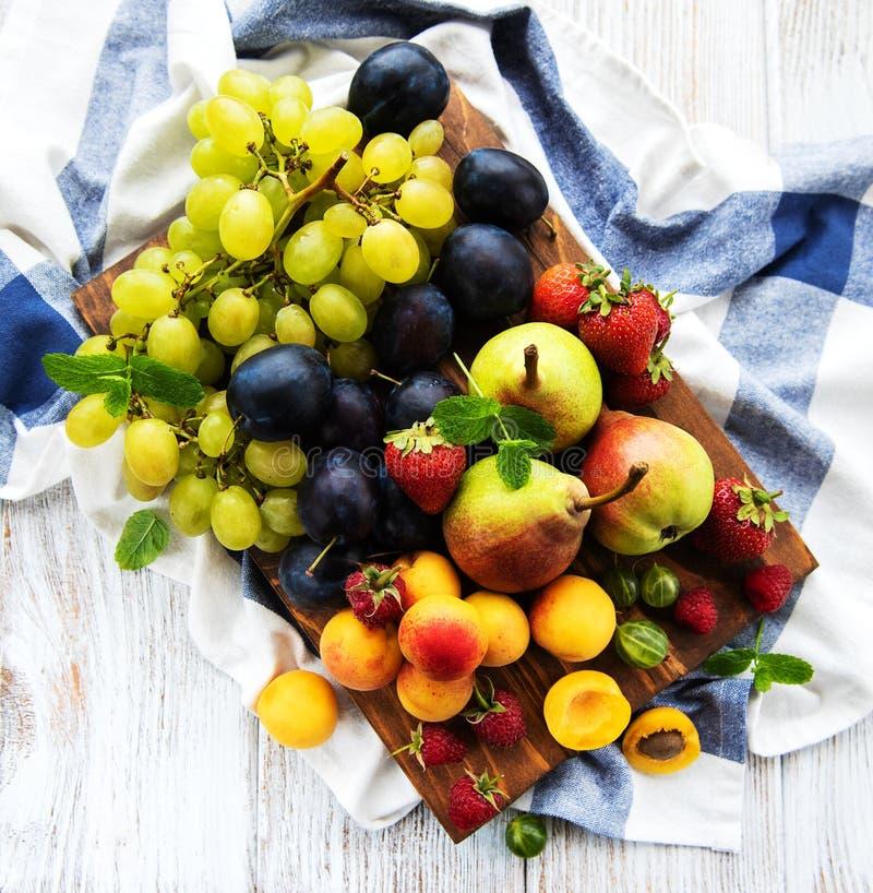 Frutas frescas del verano fotos de archivo libres de regalías