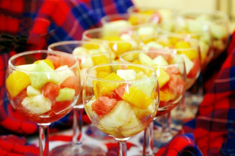 Tazones de fuente de frutas frescas con el yogur imagen de - Bol de vidrio ...