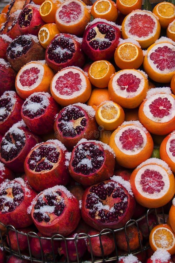 Frutas frescas y nieve imagen de archivo