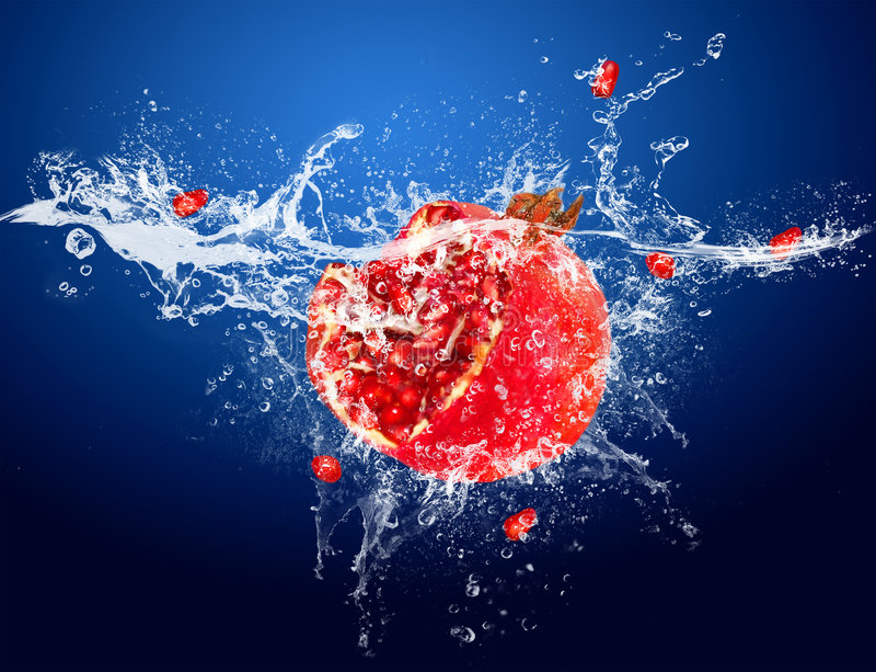 Frutas na água fotografia de stock