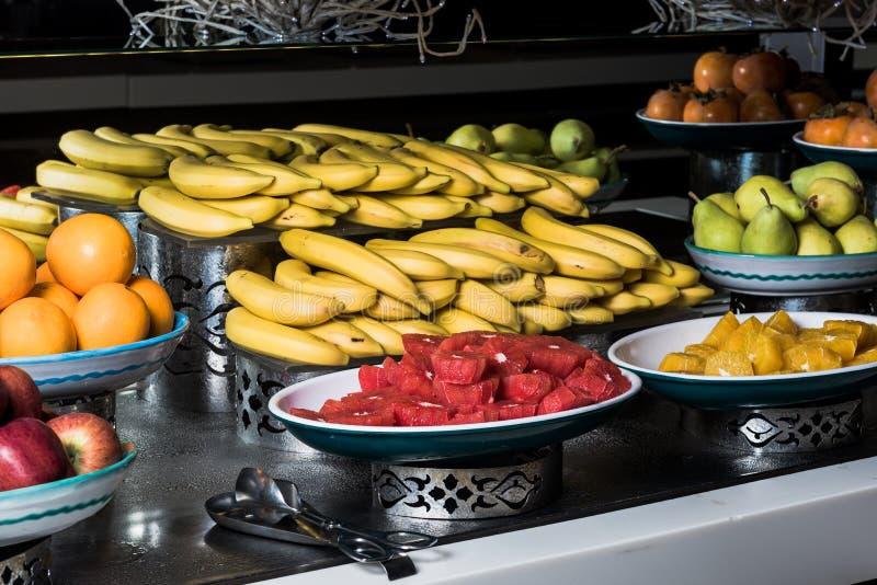 Frutas - plátano, naranja, Apple, fruta de la uva foto de archivo