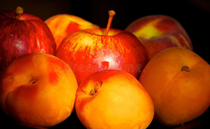 Frutas rojas/anaranjadas frescas foto de archivo