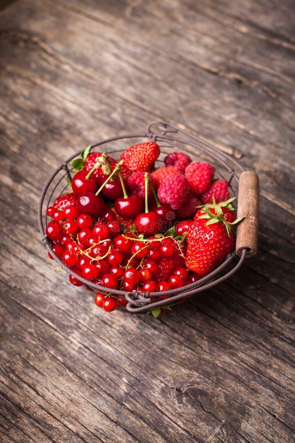 Download Frutas rojas del verano foto de archivo. Imagen de pequeño - 41921382