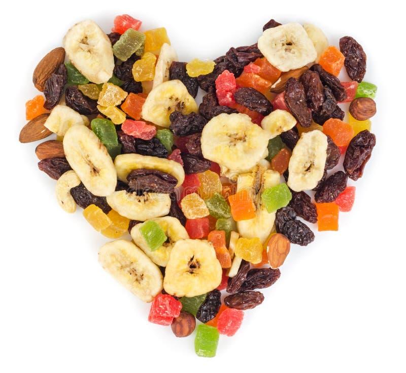 Frutas secadas en la forma del corazón aislada imagen de archivo libre de regalías