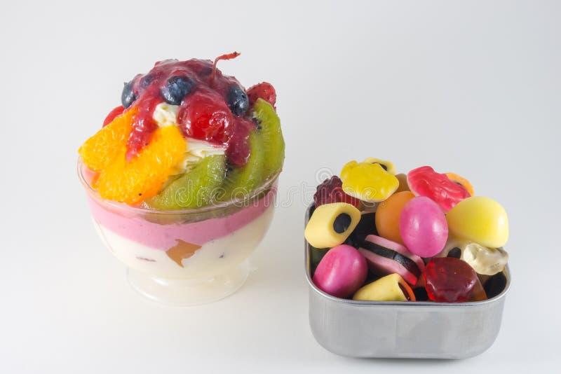 Frutas torta y jalea de la mezcla imagen de archivo libre de regalías