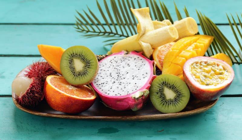 Frutas tropicales frescas imagenes de archivo